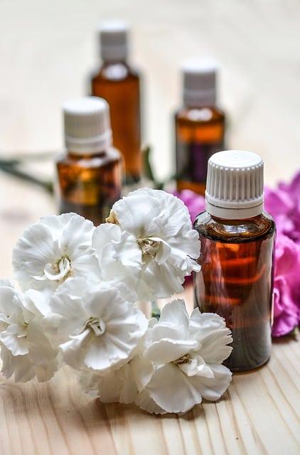 essential-oils-1433693_640